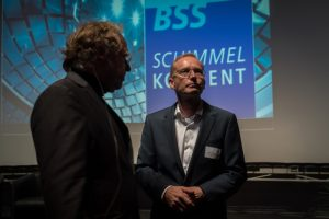 Dr. Wolfgang Lorenz zusammen mit Uwe Münzenberg, einem der Ideengeber zum Schimmelkonvent auf dem Podium