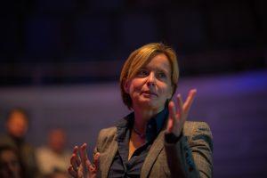 Andrea Bonner von der BG Bau während ihres Vortrags zur neuen Richtlinie DGUV-201-028